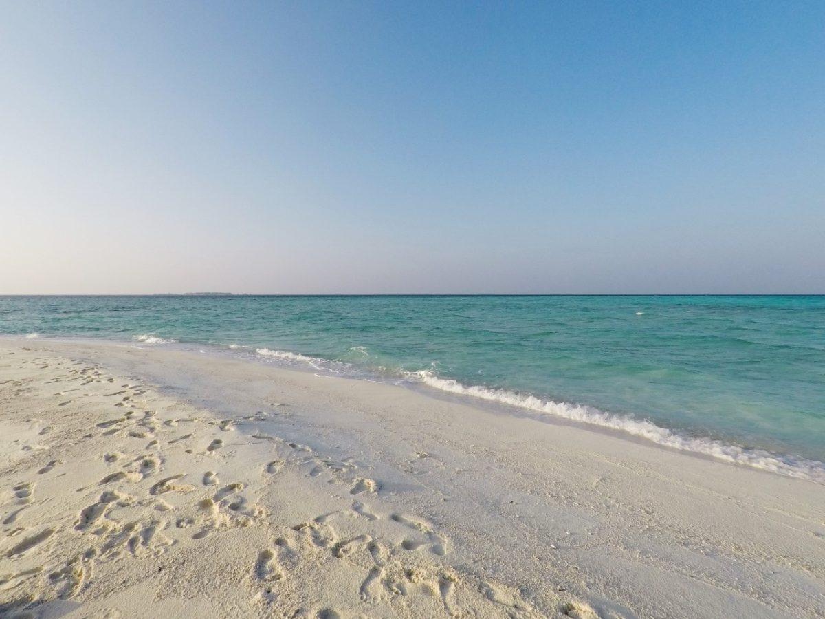 Arranging Dinner On Maldives Sandbank Is Not Easy